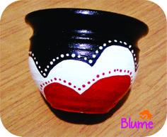Macetas pintadas a mano en color! Flower Pot Crafts, Clay Pot Crafts, Diy And Crafts, Arts And Crafts, Diy Flower, Painted Plant Pots, Painted Flower Pots, Diy Garden Projects, Garden Crafts