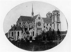 Dit jaar bestaat de Catharinakerk 150 jaar. In 1860 is de vervallen middeleeuwse kerk gesloopt en in 1861 is begonnen met de bouw van de huidige 'Katrien' in de stijl van de neo-gotiek. Architect Pierre Cuypers uit Roermond ontwierp het gebouw. Later krijgen het Rijksmuseum en het Centraal Station van Amsterdam op zijn tekentafel voor het eerst gestalte.