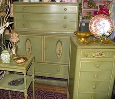 Love they style of this old furniture...flowers not so much...