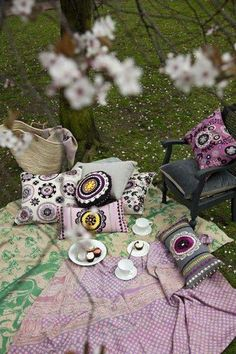 Pretty boho afternoon picnic.