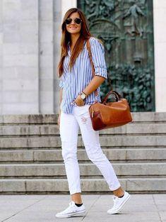 Jeans branco é aquele tipo de roupa que a gente fica aguardando a ocasião certa para usar. Seja por sua vibe mais arrumadinha formal, seja... #casualoutfits