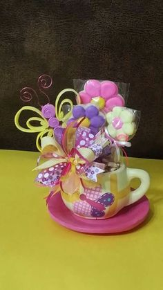 18 Diy Gift Ideas For Special Days - The Biggest benefit of a DIY present is that as soon as you introduce it to somebody, he or she'll always love the fact you've spent much time and effort simply to make the present for her or him. Cup Crafts, Easter Crafts, Diy And Crafts, Photos Booth, Candy Bouquet, Basket Decoration, Candy Gifts, Valentine Decorations, Craft Party