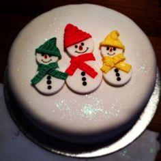 Xmas cake, by 'Cakes by Abi' Christmas Cake Designs, Christmas Cake Topper, Christmas Cake Decorations, Christmas Cupcakes, Christmas Sweets, Holiday Cakes, Christmas Cooking, Christmas Goodies, Chocolate Caramel Cake