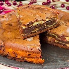 Este o prăjitură fină, pufoasă, dulce și foarte delicioasă, care cu siguranță va fi îndrăgită atât de cei mici, cât și de maturi. Brownie este un desert cu ciocolată care se prepară rapid și se Mango Desserts, No Cook Desserts, Baking Recipes, Cookie Recipes, Dessert Recipes, Romanian Desserts, Chocolate Deserts, Good Food, Yummy Food