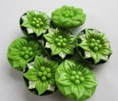 PRETTY VINTAGE GLASS BUTTONS GREEN & PAINTED REALISTIC FLOWERS noelhumphrey on eBay.co.uk
