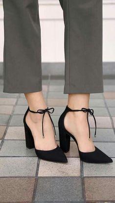 Kısa topuklu ayakkabı