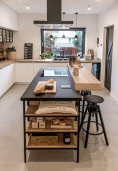 Drewniana wyspa kuchenna z czarnym blatem - Lovingit. Kitchen Room Design, Home Decor Kitchen, Diy Kitchen, Home Kitchens, Modern Kitchen Interiors, Modern Kitchen Cabinets, Home Design Decor, House Design, Industrial Style Kitchen