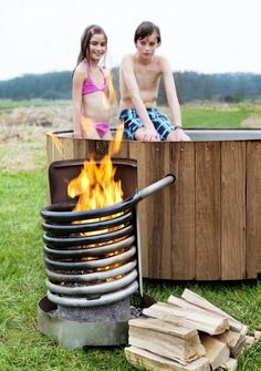 Discover thousands of images about My current DIY hottub - bath temp degrees) in 4 hours, just a wood fire inside pipe spiral. Hot water rises and draws in cooler water from below making thermal circulation. Saunas, Outdoor Projects, Diy Projects, Metal Art Projects, Outdoor Baths, Rocket Stoves, Outdoor Living, Outdoor Decor, Alternative Energy