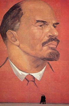 Прохожие и Ленин. 1963