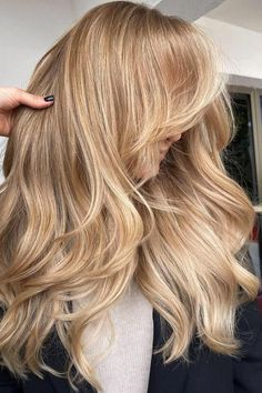 Dark Blonde Hair Color, Dyed Blonde Hair, Honey Blonde Hair, Blonde Hair Looks, Platinum Blonde Hair, Blonde Balayage, Long Blond Hair, Blonde Hair Freckles, Natural Strawberry Blonde Hair