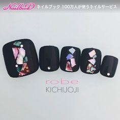 ネイル(No.2395199)|ブラック |シェル |ワンカラー |フット |オールシーズン |パーティー |海 |リゾート |ジェルネイル |ネイルチップ | かわいいネイルのデザインを探すならネイルブック!流行のデザインが丸わかり! Pretty Toe Nails, Love Nails, My Nails, Cute Pedicure Designs, Toe Nail Designs, Feet Nail Design, Nail Pops, Manicure Y Pedicure, Feet Nails