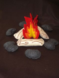 (Indoor Camping) Pretend Felt Campfire Play Set... I could see this being cool for story time in the classroom