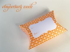 printable gift pillow box! perfect for wrapping up gift cards, jewelry, etc just in time for christmas