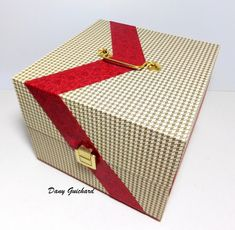 Coffret à couture par Dany Guichard Gift Wrapping, Couture, Gifts, Art, Photo Galleries, Cartonnage, Casket, Creative Crafts, Gift Wrapping Paper