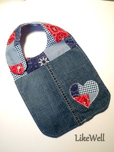 Western Patchwork baby bib with a cute heart applique by LikeWell baby halstuch Items similar to Western Patchwork baby bib with a cute heart applique on Etsy Quilt Baby, Baby Sewing Projects, Sewing For Kids, Baby Gifts To Make, Baby Bibs Patterns, Adult Bibs, Burp Rags, Patchwork Baby, Denim Crafts