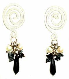 Aros Marquesa. Gotas facetadas y escallas de piedras naturales, perlas naturales de rio  y base con diseño hipoalergénica.