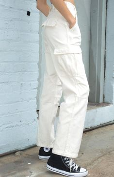 White Cargo Pants, Cargo Pants Outfit, Cargo Pants Women, Trousers Women, Cute Casual Outfits, Retro Outfits, Dickies Pants, Look Street Style, Moda Casual