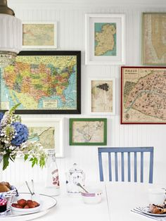 wall of maps.In the breakfast nook, inexpensive framed maps creatively chronicle the family's travels. Read more: Beach House Decorating Ideas - Beach House Decor - Country Living collect the maps from the tourist office of the cities visited Free Printable Art, Free Printables, Printable Maps, Framed Maps, Home And Deco, Vintage Maps, Antique Maps, Vintage Frames, Beach House Decor