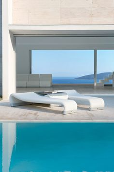 #outdoor #sunlounge #sifas #sakura The Sakura line of contemporary outdoor furniture from Sifas is not only unique looking, but it's extremely comfortable and weather-resistant.