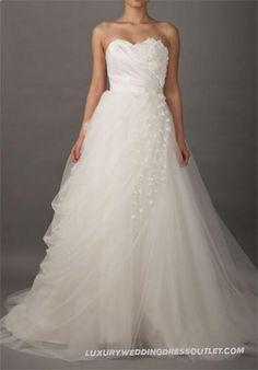 Sweetheart Romantic Wedding Dress with Slanting Flowered Flaps_0
