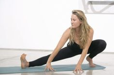 If you sit all day long, leg flossing will help take the edge off of tight desk hips (Well+Good) Hip Workout, Post Workout, Workout Gear, Restless Leg Syndrome, Pigeon Pose, Pilates Studio, Yoga Videos, Yoga Flow, Back Pain