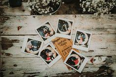 Mesa de polaroids de la boda Boda fotos instantaneas http://www.ernestovillalba.com/