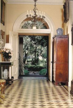 Foyer of Mercer House Savannah Ga. Design Entrée, House Design, Design Room, Home Interior, Interior And Exterior, Interior Design, Beautiful Space, Beautiful Homes, Mercer House