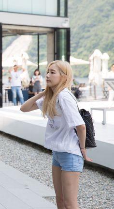 Taeyeon/ esa playera blanca... La necesito! *-*