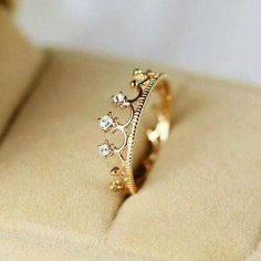 Cutest crown ring <3