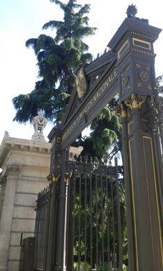 Puerta del Museo Arqueológico Nacional. Madrid