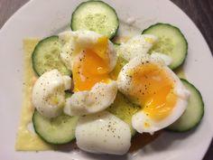 Koolhydraatarme recepten: Eitjes met komkommer, ham en kaas