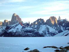 """""""Campos de Hielo Sur"""" (Chile) - Vista desde 'Campos de Hielo SUr', Chile, del monte Fitz Roy y Cerro Torre. (Foto: J.L. Sanz)"""
