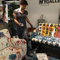 Tomorrow LIVE Painting in Tongeren, BE @ popup Concept by V ! #art #interior #rocknroll #conceptbyv #painting #wood #table #mygalleries #michielverstraten