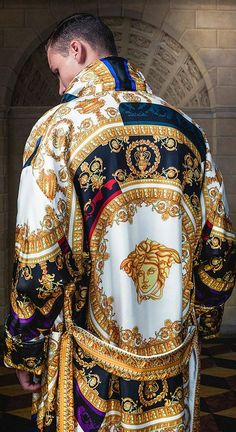 Tribute to Versace at Luxury & Vintage Madrid , the best online selection of luxury vintage clothing