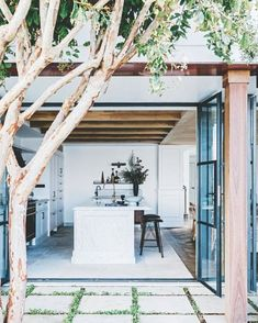 10. A Tuscan-style home on the shores of Sydney's picturesque Pittwater —10,035 likes