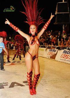 Ahora le toca el turno a Catalina Lagomarsino Reina del Carnaval de Gualeguaychú 2009 representando a Mari Mari.   por Juan