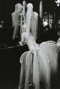 1920s follies from http://www.yurei.co.uk/vintage-showgirl-movie-star-costumes-inspire/