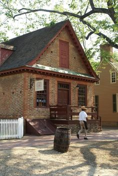 Built in The Prentis Store was the oldest surviving store in Williamsburg. Colonial Williamsburg Va, Williamsburg Virginia, Virginia Attractions, Historical Architecture, Colonial Architecture, Colonial America, American Decor, House Painting, Old Houses