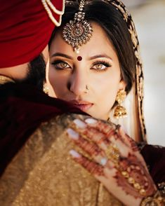 Light and glamorous makeup ideas for a perfect bridal look! Light and glamorous makeup ideas for a perfect bridal look! Indian Wedding Photography Poses, Couple Photography Poses, Wedding Poses, Photography Uk, Wedding Ideas, Wedding Dresses, Bridal Portrait Poses, Bride Portrait, Portrait Ideas