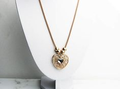 This rose gold pendant necklace is gorgeous and unique. This necklace can be worn to prom, weddings or night. Made with high quality materials and lead free materials. This necklace is sure to last you for sometime.