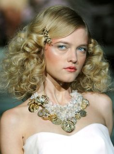 S/S '11: NY: Cute curls, orange lips and more '70s stylin' - Beauty Duty | PRIMPED