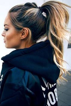 A high ponytail is perfect for working out. Let's kick off 2018 right! Here are the top 10 hairstyles for working out, so you'll look hot, while achieving your new years resolutions...