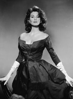 Suzy Parker, younger sister of Dorian Leigh