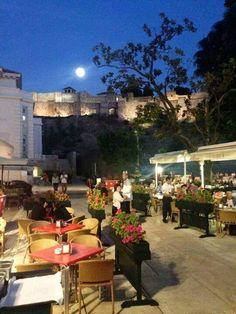 La luna en Málaga. Fuente El Pimpi