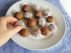 Protein balls with dates and oats