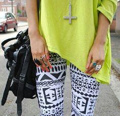 "I love her tribal leggings! A perfect ""lounge-y shopping kinda day"" outfit! Tribal Leggings, Printed Leggings, Patterned Leggings, White Leggings, Aztec Pants, Crazy Leggings, Print Tights, Colorful Leggings, Moda Femenina"