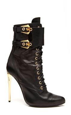 M'O Exclusive: Pointed Toe Lace Up Leather Boots by Balmain - Moda Operandi