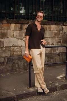 Vogue's street style photographer Jonathan Daniel Pryce turns his lens on the best-dressed attendees of the menswear shows in Florence. Men Street, Street Wear, Casual Outfits, Fashion Outfits, Fashion Tips, Foto Top, Mode Man, Outfits Hombre, Look Street Style