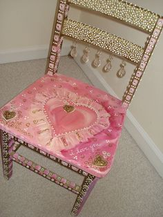 A pink, hand-painted chair to steal your heart.Love this chair! Funky Painted Furniture, Painted Chairs, Paint Furniture, Repurposed Furniture, Furniture Projects, Furniture Makeover, Cool Furniture, Modern Furniture, Shabby Vintage