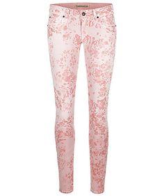 Jeans by drykorn #denim #drykorn #engelhorn #flowers http://fashion.engelhorn.de/